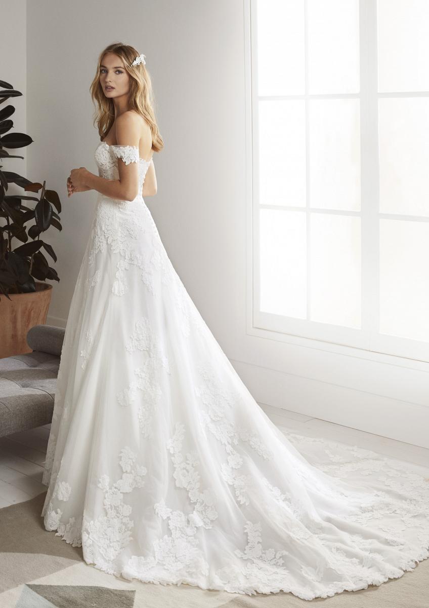 celli-spose-collezione-matrimonio-sposa-white-one-pronovias-OLIOLA-C